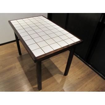 Стол кухонный из дерева массива и керамической плитки Title #1