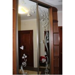 Шкаф раздвижной с узором на зеркале № 013