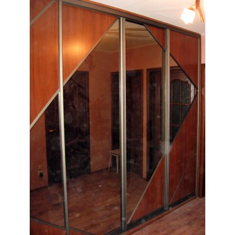 Шкаф декорированный зеркалом на заказ № 036